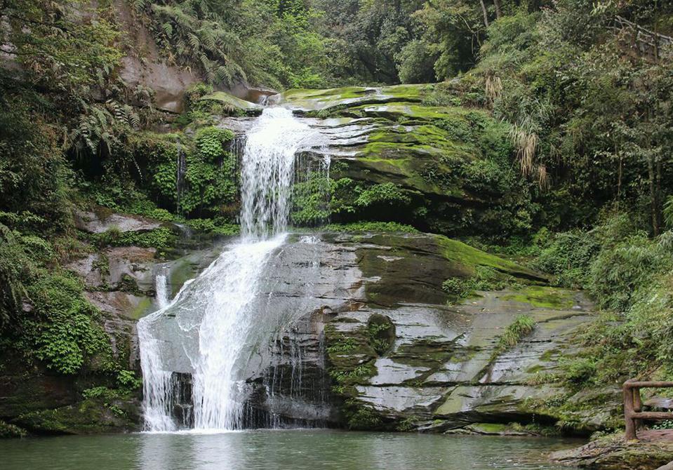 旅游景点 碧峰峡  位置:下里乡碧峰镇碧峰峡风景区 位于雅安市北八